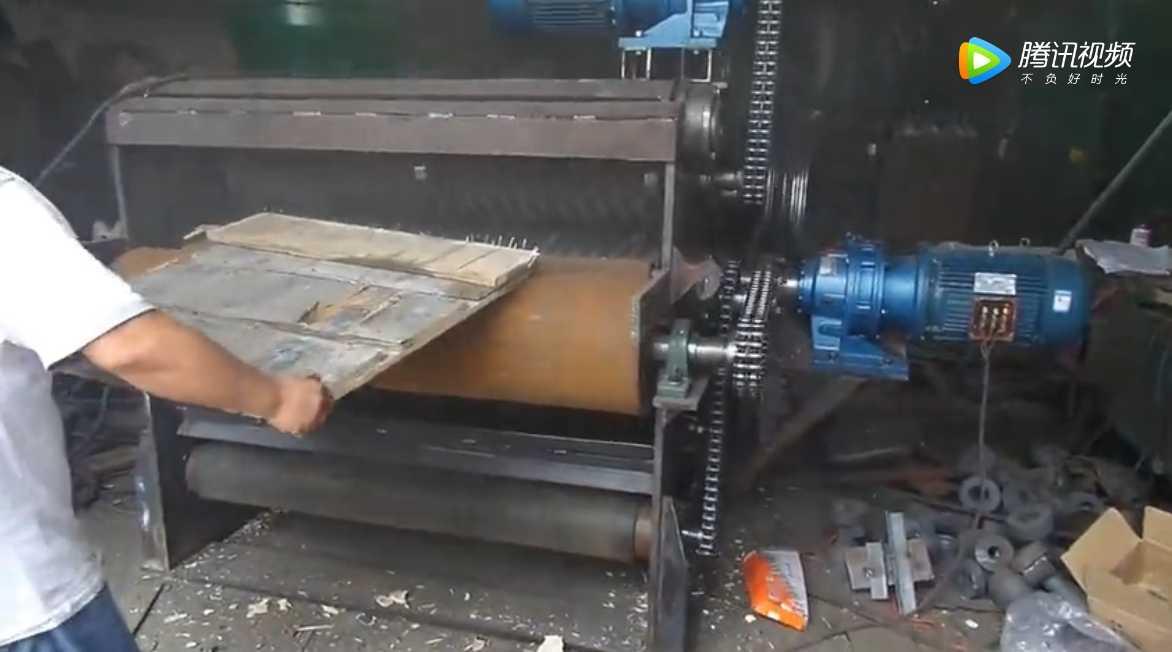 模板破碎机将模板瞬间粉碎成渣